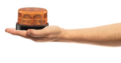 70 ans d'expérience dans le domaine des feux d'avertissement capturés dans le nouveau feu à éclat K-LED Nano